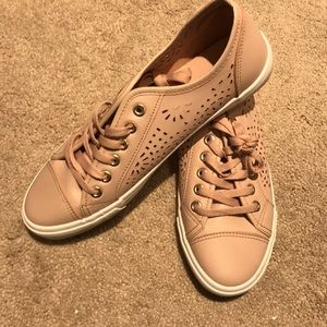 Dusty Rose Restricted Womens size 7.5